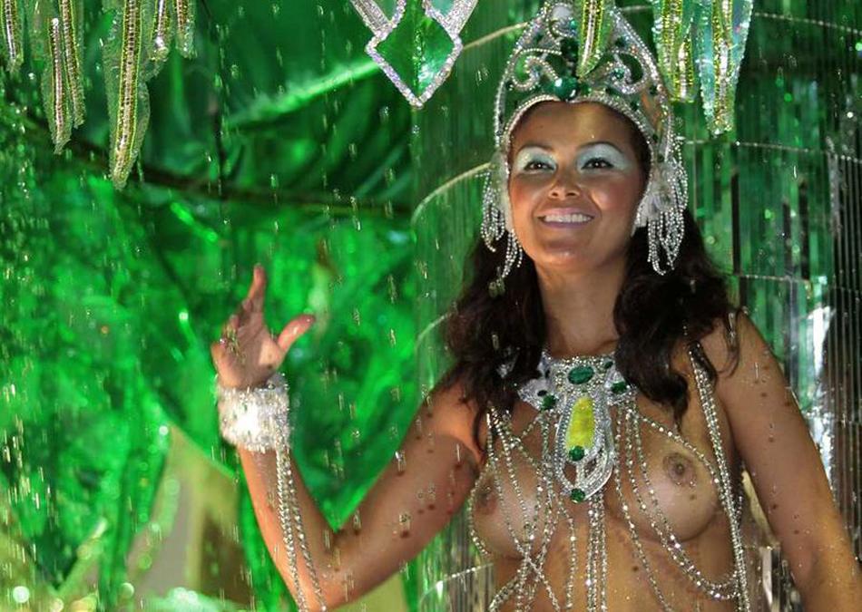 otkrovennoe-video-brazilskiy-karnaval-nimfomanka-obdelalas-zhestkim-analom