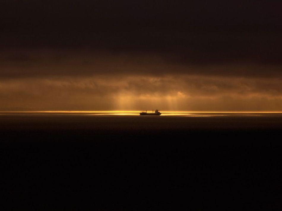 ship-juan-de-fuca-strait_63785_990x742